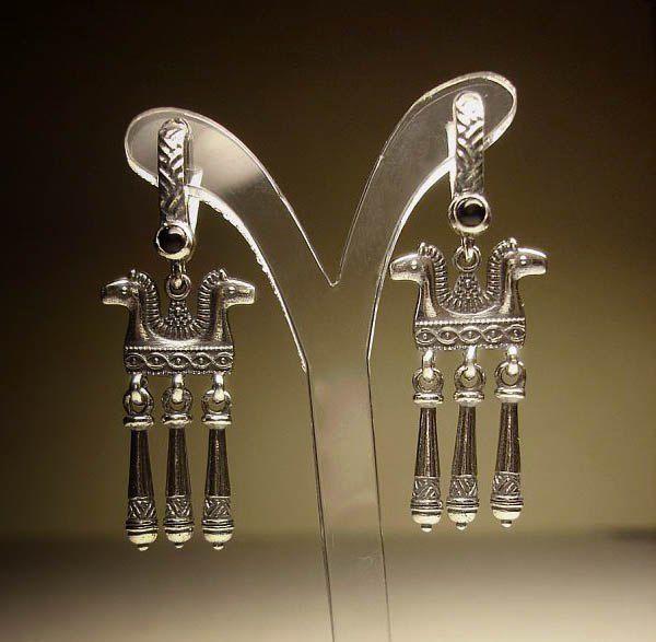Серьги Коники  с подвесом серебряные